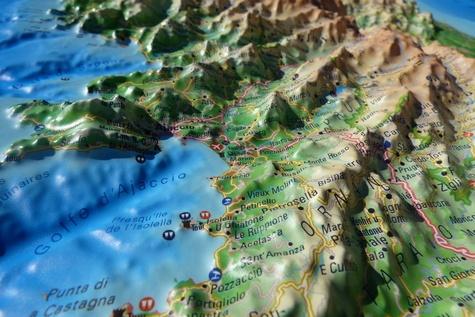 Carte en relief de la Corse et ses fonds marins. 1/350 000