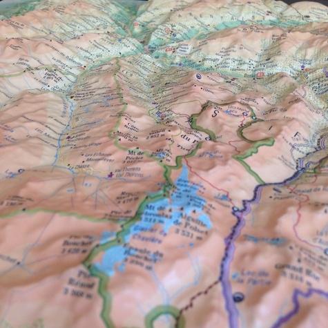Carte en relief de la Vanoise. 1/150 000