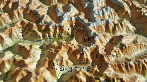 Carte en relief du Parc national des Ecrins. 1/175 000