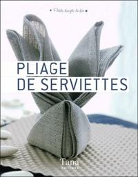 Amandine Dardenne - Pliage de serviettes.