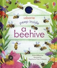 Anna Milbourne et Stephanie Fizer Coleman - Peep inside a beehive.