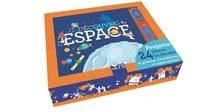 Histoiresdenlire.be Je découvre l'espace - Un livre et une lampe. Projette 24 images de planètes, contellations et engins spatiaux! Image