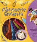 Tania Zaoui - Coffret Pâtisserie enfants - Contient 1 livre de recettes, 1 emporte-pièce ourson, 1 emporte-pièce coeur, 5 cuillères mesureuses.