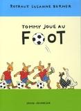 Tommy joue au foot / Rotraut Susanne Berner | Berner, Rotraut Susanne (1948-....). Auteur