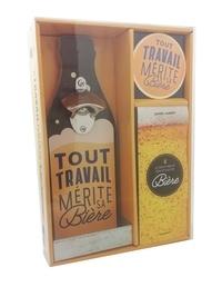 Guirec Aubert - Coffret Tout travail mérite sa bière - Contient 1 livre, 1 décapsuleur et 4 sous-verres.