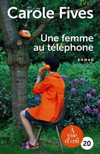 Carole Fives - Une femme au téléphone.