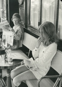 Centre Pompidou - Henri Cartier-Bresson, Brasserie Lipp, Paris, France 1969.