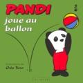 Oda Taro - Pandi N°  9 : Pandi joue au ballon.