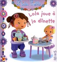 Christelle Mekdjian et Emilie Beaumont - Lola joue à la dînette.