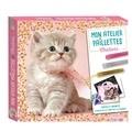 Christine Alcouffe - Mon atelier paillettes chatons - Coffret avec 20 magnets à pailleter, 2 cartes à gratter scintillantes, 3 cartes à pailleter, 5 coloriages, 3 tubes de paillettes et 1 stylet malin double embout.