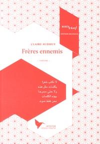 Claire Audhuy - Frères ennemis - Une ligne blanche traverse le plateau.