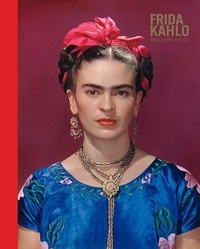 Claire Wilcox - Frida Kahlo making herself up.
