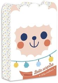 Clémentine Dérodit - Boîte surprise Lama - Avec 1 livre de coloriage, 1 bracelet, 50 strass, 2 cartes à gratter, 2 cartes en strass, 1 bâtonnet, 1 planche de stickers et 4 feuilles d'origamis.