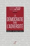 Collectif et Chantal Delsol - La démocratie dans l'adversité - Enquête internationale.