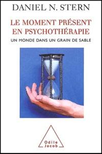 Le moment présent en psychothérapie - Un monde dans un grain de sable.pdf