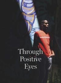 David Gere et Gideon Mendel - Through Positive Eyes - Photographs and Stories by 130 HIV-positive arts activists.