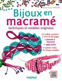 Diana Crialesi - Coffret Bijoux en macramé - Techniques et modèles originaux. Contient : 1 livre de 88 pages, planche à macramé, 1600 perles et tutoriel vidéo de chaque modèle.