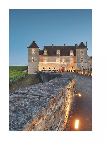 Au château du Clos de Vougeot. Bon appétit et large soif !