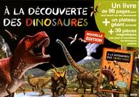 Emmanuelle Ousset et  Ples - A la découverte des dinosaures - Un livre + un plateau géant aimanté + 39 pièces magnétiques.