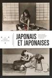 Félice Beato - Japonais et japonaises - Dans l'atelier de Felice Beato à Yokohama.
