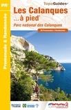 FFRandonnée - Les Calanques à pied - Parc national des Calanques, 28 promenades & randonnées.