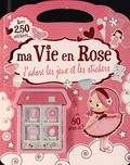 Fiona Munro - Ma vie en rose - J'adore les jeux et les stickers.