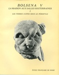 Françoise-Hélène Massa-Pairault - Fouilles de l'Ecole française de Rome à Bolsena (Poggio Moscini) - La Maison aux salles souterraines, Les terres cuites sous le péristyle.