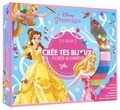 Hachette Jeunesse - Coffret Crée tes bijoux porte-bonheur - Les Ateliers Disney Princesses. Contient : 1 livret, 3 rubans, 5 pendentifs, 5 fils à bracelet, plus de 50 perles.
