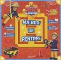 Hachette Jeunesse - Ma box de rentrée Sam le pompier - Avec 1 poster, 1 livre de découvertes, 1 livre d'activités, 1 livre de coloriages, 1 planche de stickers.