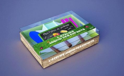 Hachette - L'atelier jardin des enfants - 20 fiches, une mini-serre, une pelle ronde, une mini-pelle plate et une pelle à trois dents.
