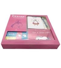 Fanny Delahaye et Morgane Carmona - Mon coffret papeterie Licorne - Avec 1 petit carnet, 1 bloc-notes, 5 cartes postales, 1 crayon multicolore, 2 magnets et 2 marque-pages magnétiques.