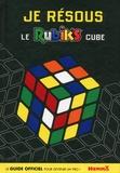 Hemma - Je résous le Rubik's Cube.