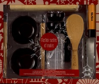 Master sushis et makis - Avec 1 couteau japonais Santoku, 2 grandes bols en céramique, 1 moule pour sushi, 1 natte en bambou, 2pots à sauce en céramique, 1 cuillère en bois, 2 paires de baguettes.pdf