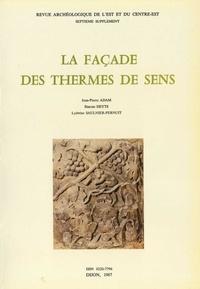 Jean-Pierre Adam et Simone Deyts - La façade des thermes de Sens.