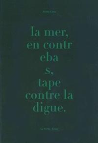 Jérémy Liron - La mer, en contrebas, tape contre la digue.