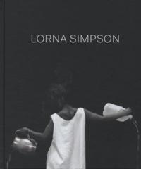 Joan Simon - Lorna Simpson - Exposition présentée au Jeu de Paume, Paris, du 28 mai au 1er septembre 2013.