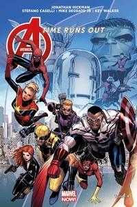 Jonathan Hickman et Mike Jr Deodato - Avengers Time Runs Out Tome 4 : La chute des dieux.