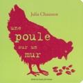 Julia Chausson - Une poule sur un mur.
