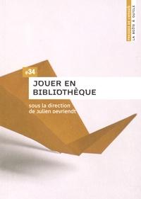 Julien Devriendt - Jouer en bibliothèque.