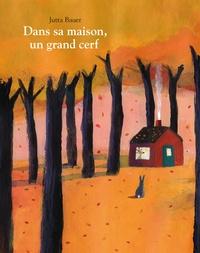 Jutta Bauer - Dans sa maison, un grand cerf.