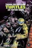 Kevin Eastman et Tom Waltz - Teenage Mutant Ninja Turtles - Les tortues ninja Tome 5 : Les fous, les monstres et les marginaux.