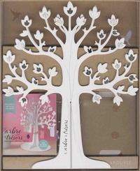 Larousse - L'arbre à trésors - Avec un magnifique arbre en 3D à monter, un petit carnet à souvenirs, 6 ravissantes cages à oiseaux et 30 petites cartes perforées + un fil tressé.