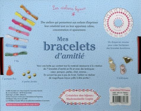 Mes bracelets d'amitié. Avec 7 fils, 1 pompon, 4 perles dorées, 3 breloques, 1 disques en mousse