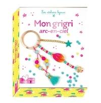 Mademoiselle Lupin - Mon grigri arc-en-ciel - Avec 1 coquillage coloré, 38 perles heishi, 6 perles dorées, 7 perles en bois, 1 anneau double, 1 breloque fleur, du fil de jade, 1 pompon, 1 chaîné, 2 mini anneaux et 1 breloque étoile.