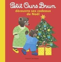 Marie Aubinais - Petit Ours Brun découvre ses cadeaux de Noël.