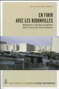 Marie-Claude Blanc-Chaléard - En finir avec les bidonvilles - Immigration et politique du logement dans la France des Trente Glorieuses.