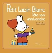 Petit Lapin Blanc fête son anniversaire.