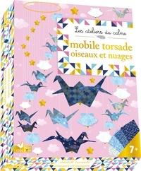 Marie-Rose Boisson - Mobile torsade oiseaux et nuages - Avec 17 feuilles, 8 papiers origami, 1 cercle doré, 1 feuille de stickers, 14 perles dorées et du fil de nylon.