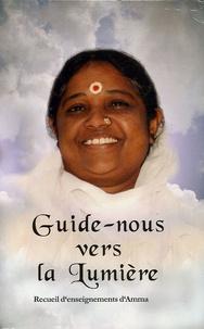 Mata Amritanandamayi et  Swami Jnanamritananda - Guide-nous vers la lumière - Recueil d'enseignements de Sri Mata Amritananda.