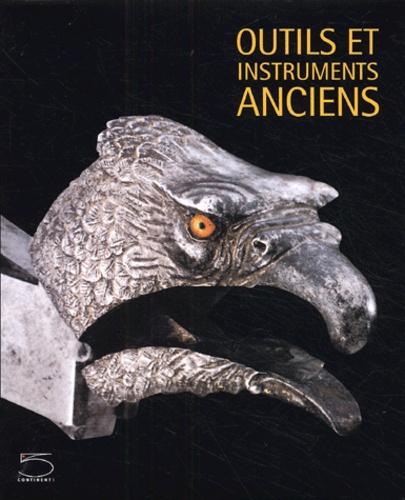 Outils et instruments anciens. De la collection Nessi - Mauro Magliani,Claudine Cartier,Alessandro Cesati,Marie-Véronique Clin, Collectif